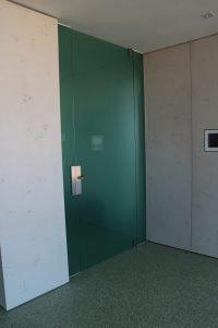 Ganzglasanlage Beschläge von Astec Glasart Siebdruck weiß Parsol grün