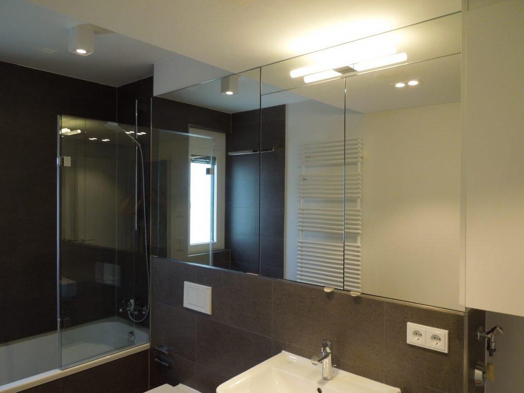 Incroyable Spiegelschrank Auf Maß Mit Beleuchtung Aufgesetzt
